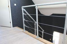 Inspiratie voor Trapleuningen en Balustrades   Steigerbuis Online Divider, Loft, Bed, Furniture, Home Decor, Mezzanine, Home And Living, Pipes, Shelves