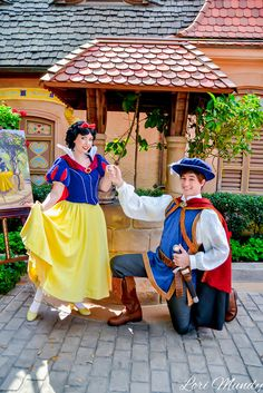 Snow White and The Prince - disneylori Run Disney, Disney And More, Disney Love, Disney Magic, Disney Parks, Disney Pixar, Walt Disney, Snow White Characters, Disney Face Characters