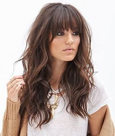 Do you like your wavy hair and do not change it for anything? But it's not always easy to put your curls in value … Need some hairstyle ideas to magnify your wavy hair? Curly Hair With Bangs, Long Layered Hair, Long Curly Hair, Long Hair Cuts, Hairstyles With Bangs, Thick Bangs, Beach Hairstyles, Wedding Hairstyles, Mid Length Hair With Bangs