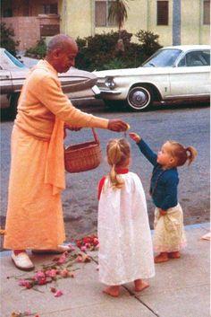 Baby Krishna, Radha Krishna Love, Spiritual Images, Spiritual Life, Srila Prabhupada, Baba Image, Sweet Lord, Krishna Quotes, Deities