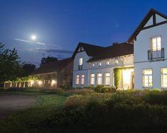 Gut #Drosedow in der Nacht Foto: Thorsten Scherz #meckpomm #mecklenburg #vorpommern #seenplatte #kleinseenplatte #oper