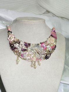 rosa Butterfly Kette mit Rosenquarz von Heikes Lebenskunst auf DaWanda.com