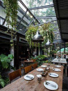 Interior Design For Living Room Greenhouse Restaurant, Terrace Restaurant, Outdoor Restaurant, Greenhouse Bar, Coffee Shop Design, Cafe Design, House Design, Cafe Concept, Deco Nature