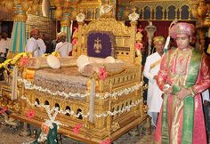 Singhasan of Wadeyar Rajput Clan Private Durbar in Pictures Mysore Palace, Indian Express, Tourist Sites, Jaisalmer, Wood Carvings, Royal Families, Paper Mache, Indian Beauty, Picture Photo