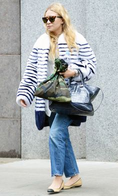 : Photo Mary-Kate & Ashley Olsen leave a clothing store looking warm and cozy in their furry coats on Friday (October in the SoHo neighborhood of New York City. Mary Kate Ashley, Mary Kate Olsen, Elizabeth Olsen, Ashley Olsen Style, Olsen Twins Style, Nicole Richie, Ballerinas, Olsen Fashion, Women's Fashion