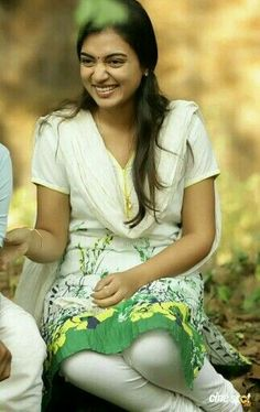 Nazriya Nazim Cute Photoshoot in Bangalore Days and HD Images Beautiful Girl In India, Beautiful Girl Photo, Most Beautiful Indian Actress, Beautiful Actresses, Wonderful Picture, Hd Photos, Girl Photos, Cute Toddler Girl Clothes, Nazriya Nazim
