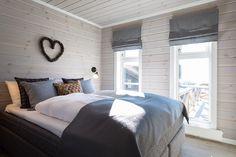 Bildegalleri av hyttemodeller fra Nordlyshytter. Cabins, Comforters, Living Spaces, Mountains, Blanket, Furniture, Home Decor, Creature Comforts, Quilts