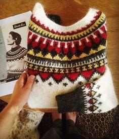 Motif Fair Isle, Norwegian Knitting, Icelandic Sweaters, Ski Sweater, Fair Isle Knitting, Knitting Charts, Drops Design, Christmas Sweaters, Knit Crochet