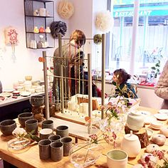 http://www.parisianeast.com/parisianeast-organise-des-expo-ventes-de-createurs-est-parisiens-producteurs-locaux-artistes-de-beaux-moments-de-rencontres/  Au Présentoir à Montreuil, expo-vente multi -créateurs, M