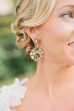 Statement earrings    Onelove Photography   see more on: http://burnettsboards.com/2014/03/fig-gold-wedding-coolest-bar/