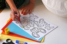 Pomalujcie motyle, tak jak macie ochotę. Możecie też wydrukować je na kolorowym papierze.