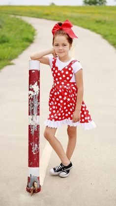 Take a look at this adorable heart pinafore for little girls. This fun project is adorable and perfect for any weather. Download the pattern, follow the tutorial and start sewing today. This fun DIY will be great for the princesses in your life. If you are looking for a versatile dress, this can be worn as a sundress, with short, or long sleeve shirts depending on the weather. Have fun sewing this adorable pinafore sewing pattern. Pinafore Pattern, Pinafore Apron, Easy Girls Dress, Apron Pattern Free, Baby Sewing, Sew Baby, Fun Diy, Doll Clothes, Sewing Patterns