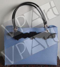 Borsa azzurra con manici in pelle