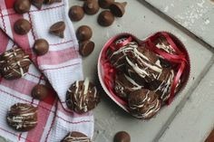 Caramel Stuffed Truffle Cookies | Cookies and Cups
