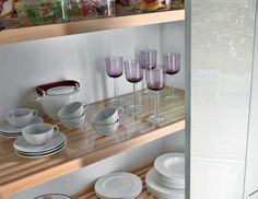 Parrillas interiores   Mueble columna con parrillas interiores elaboradas en madera de haya. La superficie opcional de vidrio permite dispon...