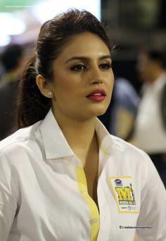 Huma Qureshi (born: July New Delhi, India) is an Indian film actress and model. Bollywood Actress Hot Photos, Beautiful Bollywood Actress, Bollywood Celebrities, Bollywood Actors, Beautiful Girl Indian, Beautiful Girl Image, Most Beautiful Indian Actress, Beautiful People, Beauty Full Girl