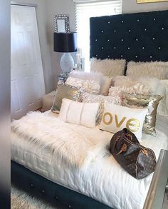 Building a scene full of romance with the 9 romantic bedroom ideas is outstanding. You will feel at home make love there. Dream Rooms, Dream Bedroom, Home Bedroom, Girls Bedroom, Bedroom Decor, Bedroom Ideas, Master Bedroom, My New Room, Beautiful Bedrooms