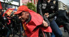 Ердоган забранио првомајску шетњу, сукоб полиције и народа у Истанбулу (видео) - http://www.vaseljenska.com/wp-content/uploads/2017/05/1111003074.jpg  - http://www.vaseljenska.com/vesti-dana/erdogan-zabranio-prvomajsku-setnju-sukob-policije-naroda-u-istanbulu-video/
