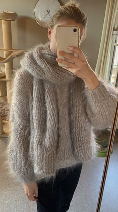 Fluffy Sweater, Mohair Sweater, Gros Pull Mohair, Angora, Thick Sweaters, Fox Fur, Etiquette, Sweater Outfits, Jumpers