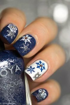 Glitter Snow Flakes On Nails