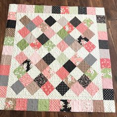 """adams makes use of ever sew of material she buys! I'm all the time so impressed with the infant quilts she """"whips"""" up from leftovers. This cute one is a tutorial from Jellyroll Quilts, Lap Quilts, Scrappy Quilts, Small Quilts, Mini Quilts, Quilt Blocks, Quilting Fabric, Baby Quilts Easy, Baby Girl Quilts"""