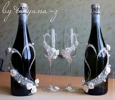 Wedding Bottles w/Glasses Wine Bottle Art, Diy Bottle, Wine Bottle Crafts, Wedding Wine Glasses, Wedding Bottles, Decorated Wine Glasses, Champagne Bottles, Altered Bottles, Wedding Crafts