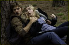 Chloe Moretz & Alex Roe Connect in This 'Fifth Wave' Exclusive Clip - Watch Now!: Photo #908626. Check out this exclusive clip from Chloe Moretz and Alex Roe's upcoming film The Fifth Wave!    The film follows four waves of increasingly deadly attacks have…