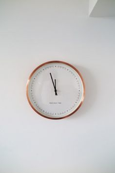 50 Inpiring Clock Design for Kitchen Interior Inspiration Wand, Interior Inspiration, Kitchen Interior, Interior And Exterior, Restauration Hardware, Espace Design, Home And Deco, My New Room, White Walls