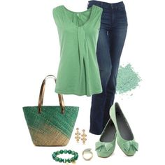 Love the green color!!  Simple Outfit