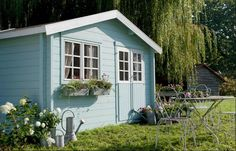 Abri de jardin bleu ciel http://www.m-habitat.fr/abri-de-jardin/construction-d-un-abri-de-jardin/construire-un-abri-de-jardin-1163_A #jardin #bleu