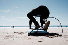 Der Trainingsplan aus dem Film Mavericks. Gerard Butler macht seinen jungen Padawan fit für die Monsterwelle. Fit für den nächsten Surfurlaub.