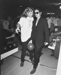 Kathleen Turner and Bianca Jagger. Love that she's bowling!