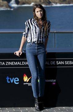 "Charlotte Gainsbourg Photos - Actress Charlotte Gainsbourg attends the ""Samba"" photocall at the Aquarium during the San Sebastian International Film Festival on September 2014 in San Sebastian, Spain. Charlotte Gainsbourg, Jeanne Damas, Rings Pandora, Style Parisienne, British Fashion Awards, Lou Doillon, French Chic, French Style, Fashion Designer"