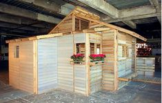 creative a little house with recycled pallets