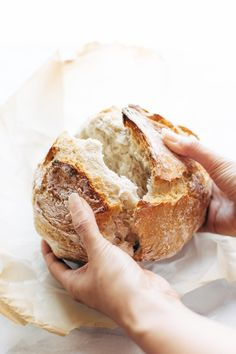 Miracle No Knead Bread! this is SO UNBELIEVABLY GOOD and ridiculously easy to…