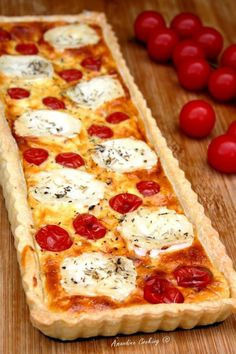Tarte au fromage de chèvre et tomates cerises frühstück - I Love Food, Good Food, Yummy Food, Cherry Tomato Pie, Cherry Tomatoes, Quiches, Salty Foods, Snacks, Food Inspiration