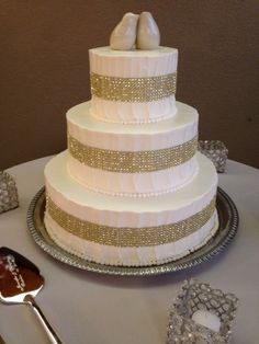 Let Buttercup add some pizzazz and dazzle to your wedding cake!