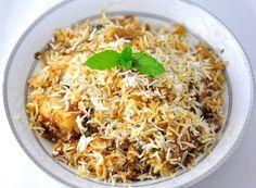 Hyderabadi chicken biryani ( Chicken dum biryani) is a classic Indian chicken recipe. Chicken marinated with the spices, yogurt and cooked with white rice. Rice Recipes, Potato Recipes, Cooking Recipes, Halal Recipes, Diabetic Recipes, Indian Chicken Recipes, Indian Food Recipes, South Indian Vegetarian Recipes, Gourmet