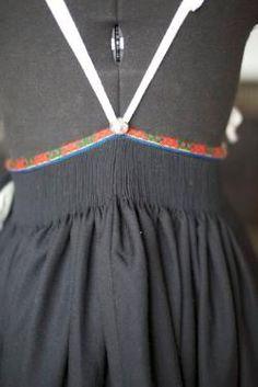 Stakken bak Folk Costume, Costumes, Norway, Vest, Embroidery, Sewing, Womens Fashion, Folklore, Hipster Stuff