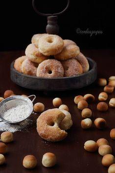 Donuts al horno (II) {by Paula, Con las Zarpas en la Masa} Mini Donuts, Doughnut, Mini Donut Factory, Tiny Food, Cheat Meal, Deli, Sweet Recipes, Sweet Treats, Bakery