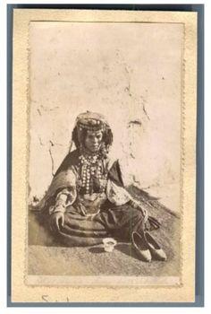 Algérie, Sahara Algérienne - Femme des Ouled Naïls Vintage albumen print. Ti