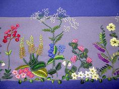 Bilderesultat for oslobunad mørkeblå Ribbon Embroidery, Floral Embroidery, Embroidery Stitches, Scandinavian Embroidery, Brazilian Embroidery, Oslo, Folk Art, Needlework, Sewing Patterns