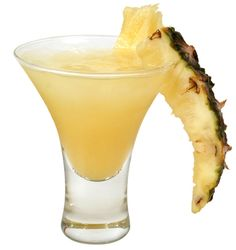 Banana Colada - Cocktail - Frosted tropical flavours of banana, coconut and pineapple Pineapple Cocktail, Pineapple Drinks, Pineapple Punch, Holiday Drinks, Summer Drinks, Cocktail Drinks, Cocktail Recipes, Easy Cocktails, Mix Drinks