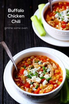 Comfort classic with a twist, can't wait to try!! Buffalo Chicken Chili | gimmesomeoven.com #tailgating