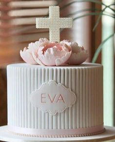 Not sure who the original maker of this cake is but it is beautiful. If you know who it is please tag.