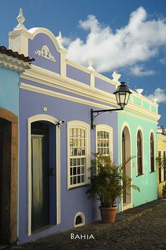 UNESCO World Heritage Site ~ Petourinho, historic colonial center of Bahía.  Photo: Sigfrid Lopez via Flickr.