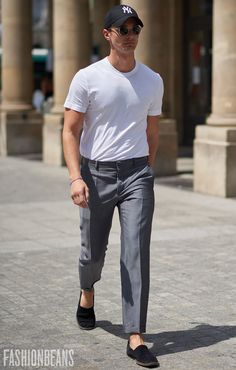 See the latest men's street style photography at FashionBeans. Browse through our street style gallery today - updated weekly. Men With Street Style, Men Street, Mode Masculine, Book Modelo, Men's Street Style Photography, Man Dressing Style, Fashion Moda, Mens Fashion, Stylish Mens Outfits