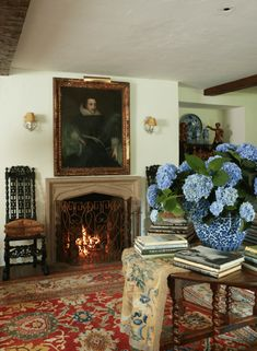 William Eubanks' English Country Cottage in Memphis - The Glam Pad William Eubanks Memphis Tennessee English Country Manor Style Home Gardens Historic Climbing Roses Interior Design Chintz English Country Cottages, English Country Style, Country Style Homes, French Country, Country Furniture, Country Decor, Primitive Furniture, Country Cottage Decorating, Irish Decor