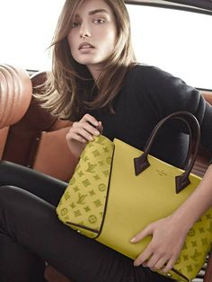 A Louis Vuitton  divatház piacra dobja legújabb táskáját, a W-t!  Mit szóltok hozzá? #fashionfave