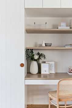 Jun 2019 - A good home office will make you feel comfortable and boost your creativity. Many home office ideas in recent years focus on both function and aesthetic. Interior Design Books, Interior Design Companies, Office Interior Design, Office Interiors, Exterior Design, Home Desk, Home Office Space, Home Office Decor, Office Ideas